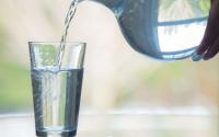 痛风病人可以大量饮水吗?多喝水可以降尿酸吗?